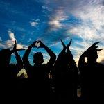 6 metode ieftine să-ți mai vezi și tu prietenii